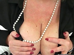 Aunty Trisha'_s hard nipples and old pussy postpone a summon loving