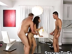 Teen latina gets threeway